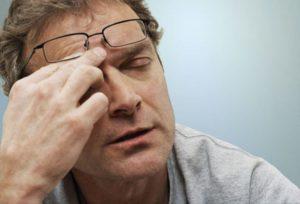 Головные боли, снижение зрения