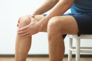 Ноющая боль в колене в сидячем положении