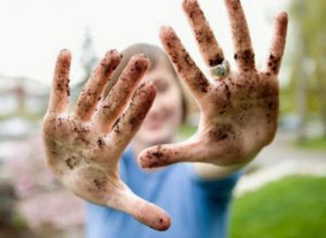 Опасность заражение от грязных ватки и перчаток