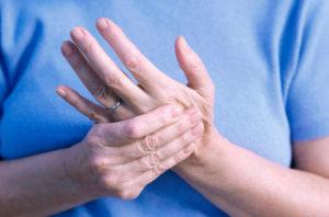 Ноет левая рука