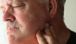 Ноющие боли справа под челюстью