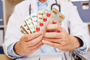 Одновременный прием лекарств, которых назначил врач. Не опасно?
