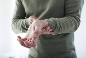 Нервный тик пальцев правой руки