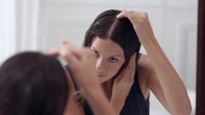 Неприятные ощущения в макушке, как тянут за волосы