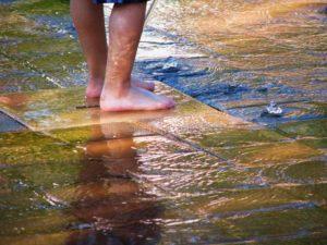 Холодные и мокрые ноги у ребенка
