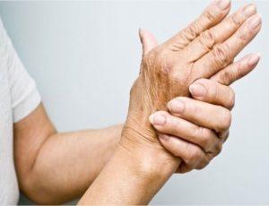Немеют руки и ноги у бабушки